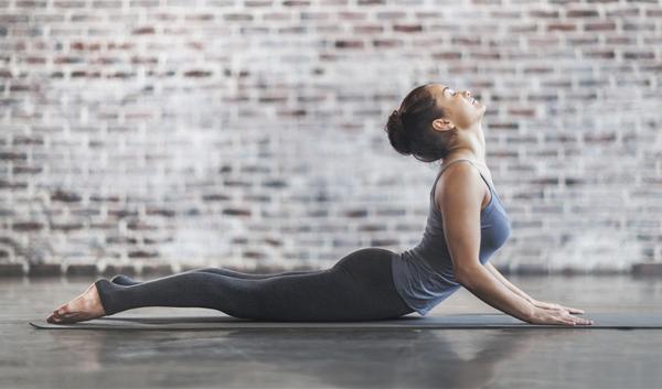 como aumentar seios yoga