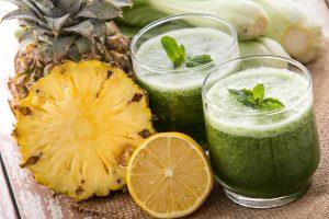 suco verde abacaxi com hortelã