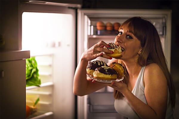 Fome ou gula? Aprenda a diferenciar e quais os cuidados necessários