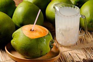 benefícios da água coco para a saúde