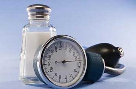 Quais são os principais riscos do excesso de sódio?