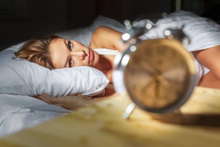 o que a falta de sono causa?