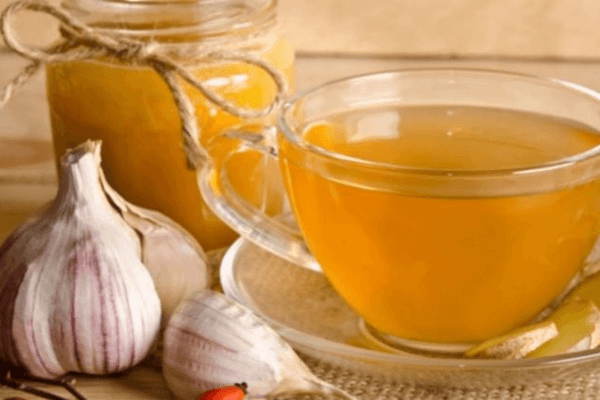 10 benefícios exclusivos do chá de alho! Veja aqui