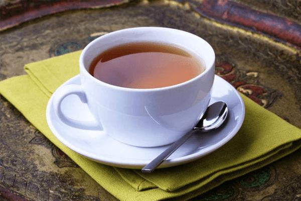 chá de noz-moscada