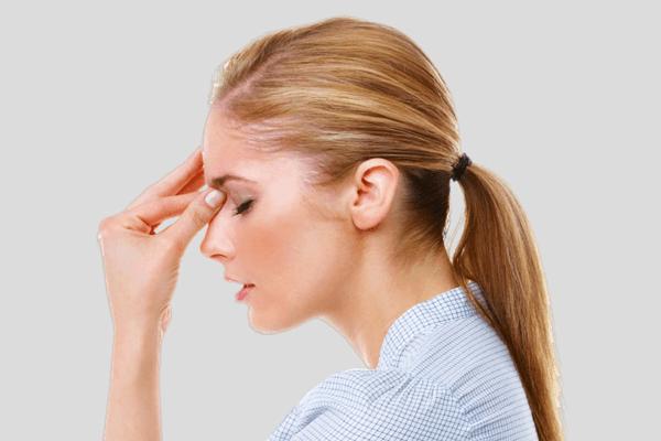 Sofre com Enxaqueca? O que comer e o que não comer durante as crises